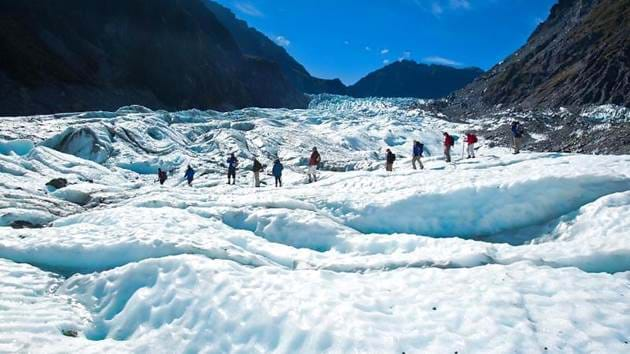 53a42644294f1_266_fox-glacier-hike-bloggers-tour